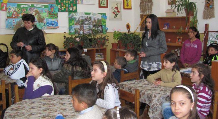 Acces la educație pentru copiii fără acte și fără CNP elevi școală