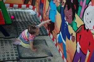 Protecție mai mare pentru copiii români copii de 2 ani