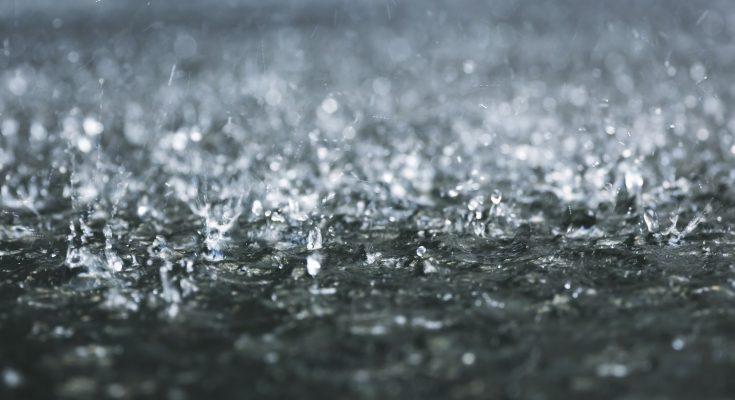 Ploi torențiale, vijelii și grindină