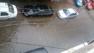 străzi inundate