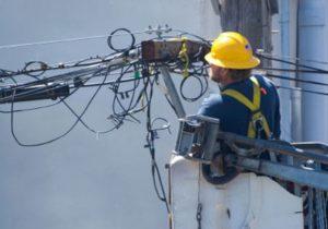 se întrerupe curentul Sute de locuințe din Alexandria rămân fără curent electric