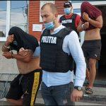 Tineri arestați pentru tâlhărirea unui bătrân