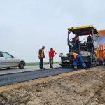 """Drumul """"morții"""" se lărgește! A fost turnat primul strat de asfalt FOTO/VIDEO"""
