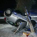Accident rutier! Un autoturism s-a răsturnat! O persoană a rămas încarcerată