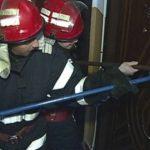 Două persoane cu probleme de sănătate au avut nevoie de intervenția pompierilor pentru deblocarea ușilor